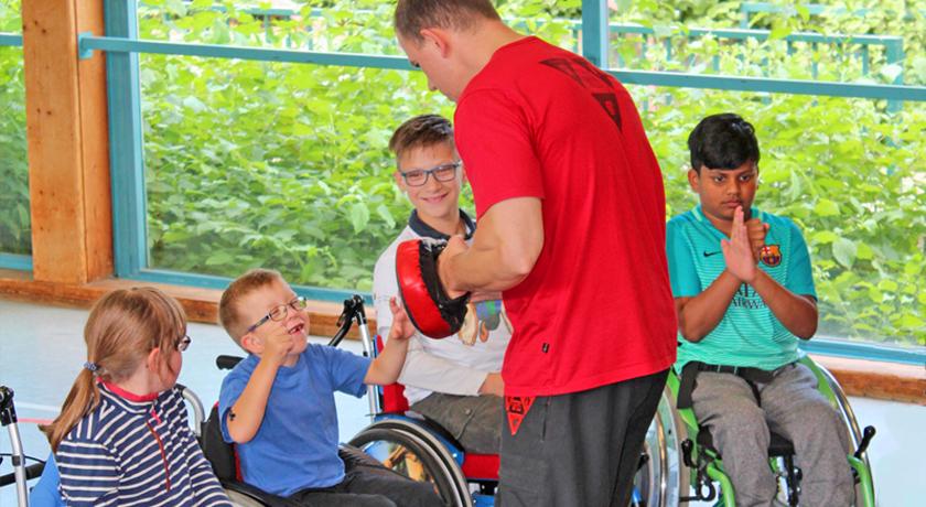 """Selbstverteidigung im Rollstuhl: Erst die """"Großen"""", dann die Kids  - Bild2"""